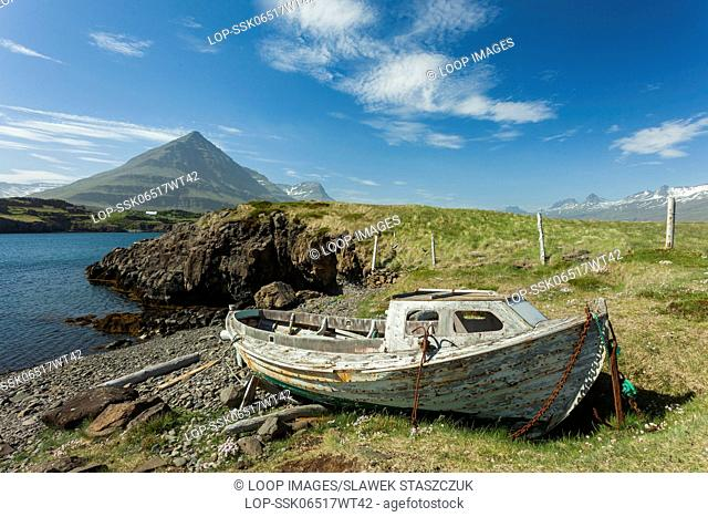 Boat wreck on Icelandic coast