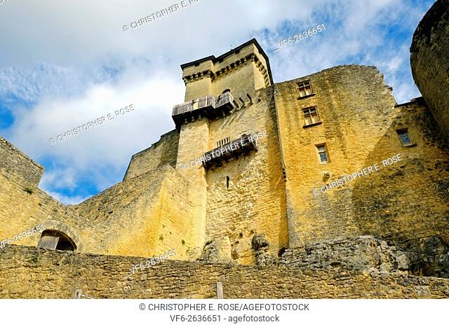 Looking up at the formidable chateau castle of Castelnaud, Castelnaud-la-Chapelle, Dordogne, Aquitane, France