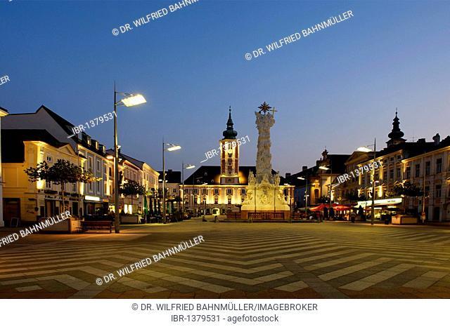Town hall and Dreifaltigkeitssaeule Holy Trinity column, Rathausplatz town hall square, St. Poelten, Lower Austria, Europe