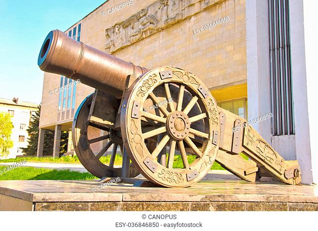 Old Russian smoothbore cannon «Licorne» of 1814, a hybrid between the howitzers and guns