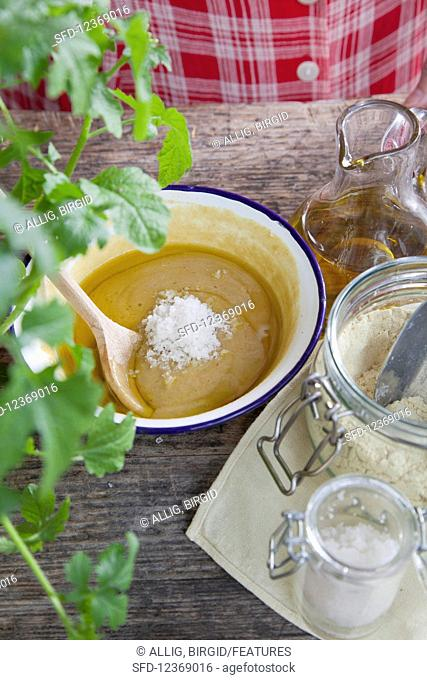 Honey and mustard ointment for a healing massage (ingredients)