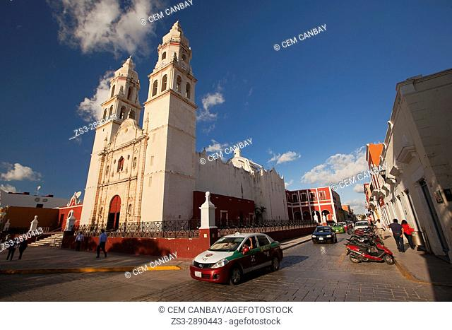 View to the Catedral de Nuestra Senora de la Purisima Concepcion, Cathedral of Campeche at Zocalo in the historical center, Campeche City, Campeche State