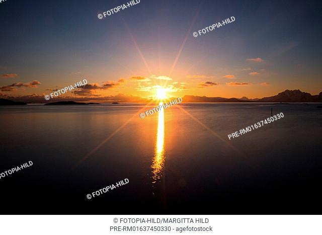Sunset over Vestfjord, Henningsvær, Austvågøya, Lofoten, Nordland, Norway, March 2017 / Sonnenuntergang über dem Vestfjord, Henningsvær, Austvågøya, Lofoten