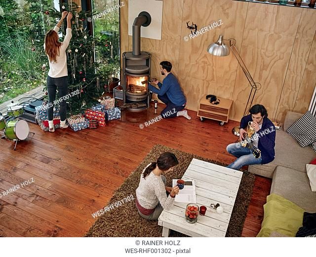 Friends preparing for Christmas Eve in cozy living room