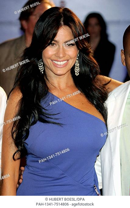 (dpa) - Colombian actress Sofia Vergara smiles at the premiere event of 'Four Brothers' at the International Film Festival in Venice, Italy, 3 September 2005
