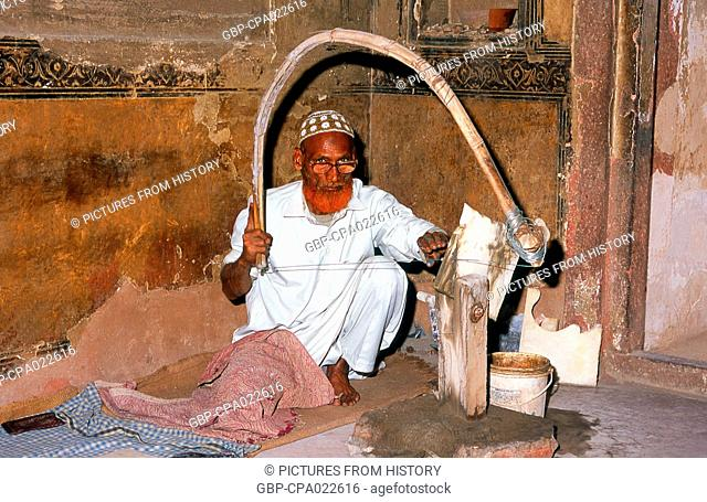 India: A marble craftsman at the tomb of I'timad-ud-Daulah, Agra