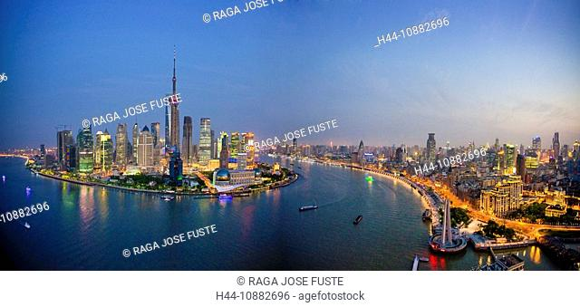 China, Shanghai, town, city, blocks of flats, high-rise buildings, city, skyline, Huangpu, river, flow, Pudong, evening, travel, traveling, tourism, vacation