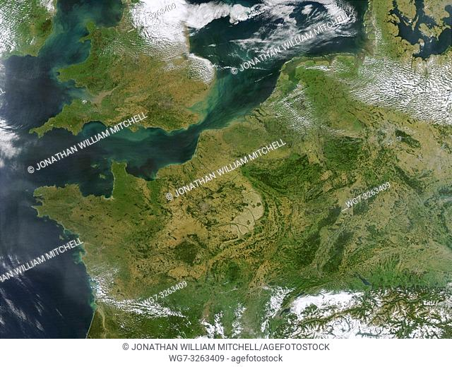 EARTH Western Europe -- 13 Sep 2002 -- This true-color MODIS image showcases Northern Europe. Shown are the United Kingdom, the Republic of Ireland