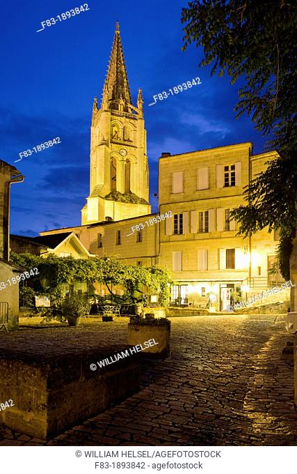 Saint-Emilion, near Bordeaux, in the Dordogne River Valley, Gironde department, Acquitaine, France: tower of the Romanesque monolithic church 'L'Eglise...