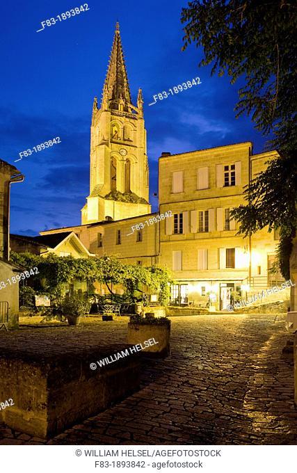 Saint-Emilion, near Bordeaux, in the Dordogne River Valley, Gironde department, Acquitaine, France: tower of the Romanesque monolithic church 'L'Eglise...
