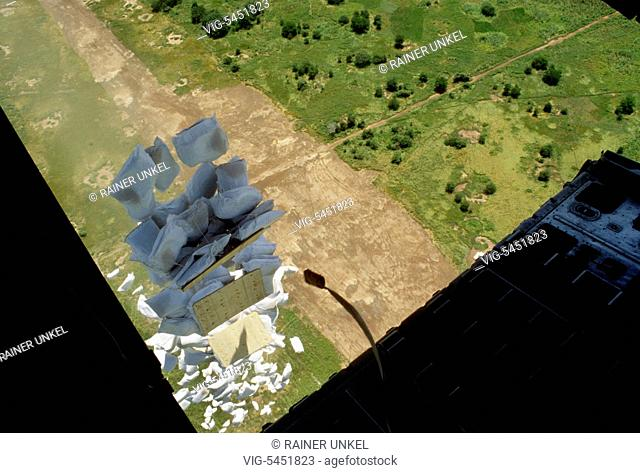 SUDAN, NYAMLELL, 23.08.1994, SDN , SUDAN : The United Nation are air dropping food over South Sudan during their action Lifeline Sudan , August 1994 - Nyamlell