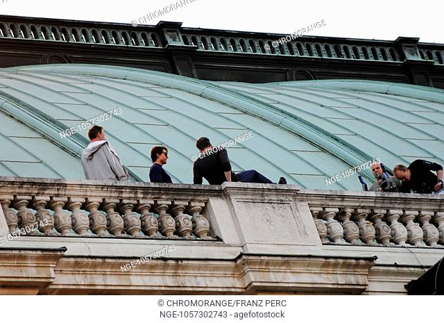 Hollywood filming of Mission Impossible V in Vienna on the opera. Tom Cruise und Christopher McQuarrie
