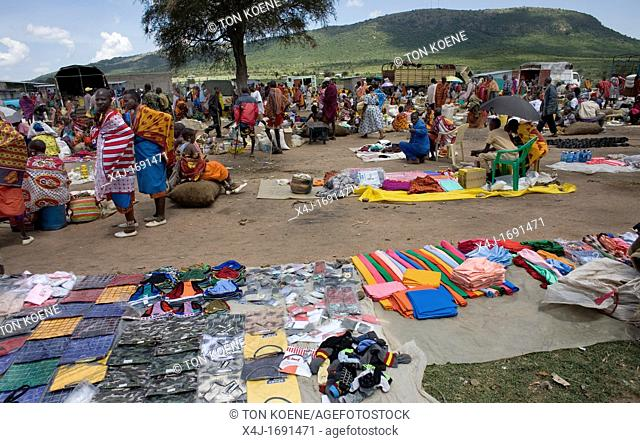 Weekly open air market in South kenya, bordering game park Â'Maasai MaraÂ', inhabited by the massai ethnic tribe