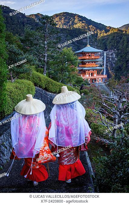 Pilgrims in Heian period costumes and Nachisan Seiganto-ji Temple (Three-Storied Pagoda), near Kumano Nachi Taisha Grand Shire, Kumano Kodo, Nakahechi route