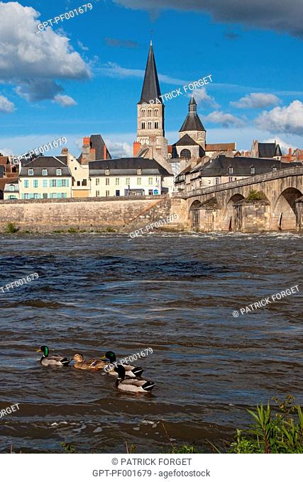 TOWN OF LA-CHARITE-SUR-LOIRE WITH THE OLD BRIDGE, THE QUAYS AND THE NoTRE-DAME CHURCH, LISTED AS A WORLD HERITAGE SITE BY UNESCO, NIEVRE 58, BURGUNDY, FRANCE