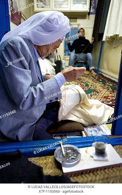 Tunez: Kairouan Medina Souk  Tailor