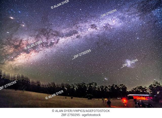 The sweep of the southern Milky Way from Vela at far right, to Sagittarius at far left, over the grounds of the Warrumbungles Motel, near Coonabarabran, NSW