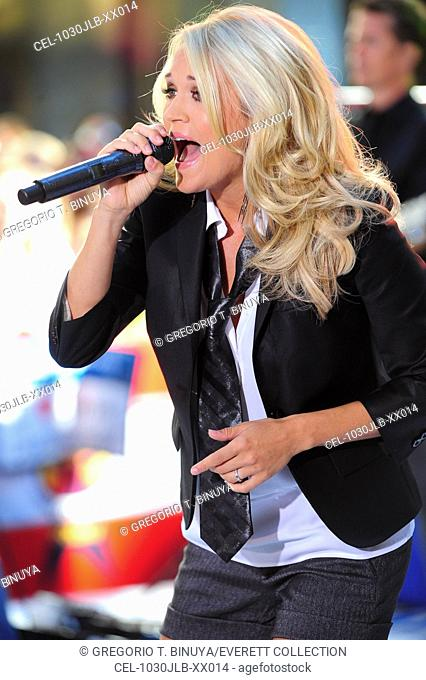 Carrie Underwood on stage for NBC Today Show Concert with Carrie Underwood, Rockefeller Plaza, New York, NY July 30, 2010. Photo By: Gregorio T