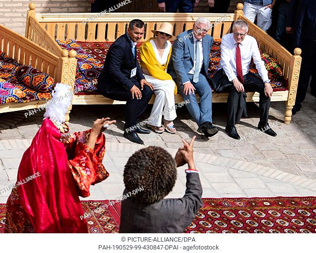 29 May 2019, Uzbekistan, Chiwa: Federal President Frank-Walter Steinmeier and his wife Elke Büdenbender will be guided through the old town of Khiva together...
