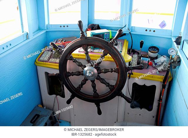 Cabin with steering wheel, boat off Koh Chang Island, National Park Mu Ko Chang, Trat, Gulf of Thailand, Thailand, Asia