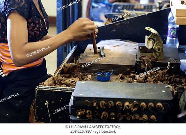 "the ""Artesanal† elaboration process of the cigars type ""puro† (cigar)"