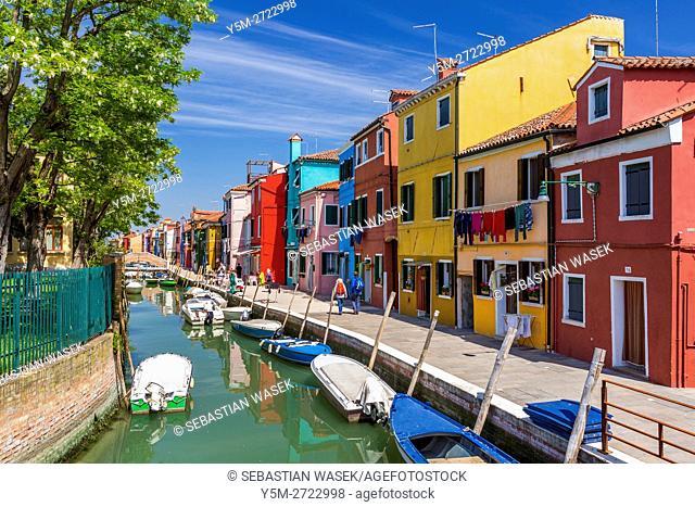 Coloured houses at Rio di Terranova, Burano, Veneto, Italy, Europe