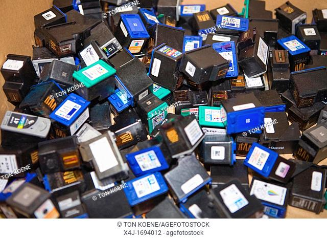 Recyling of cartridges All municipalities in The Netherlands are required to provide known collection points for recyclable and/or hazardous materials All types...