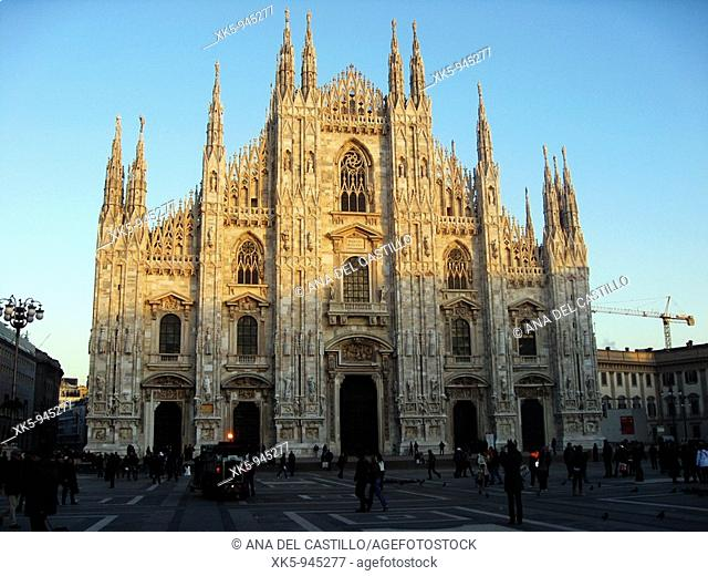 Italy, Lombardy, Milan, Piazza Duomo, Duomo cathedral