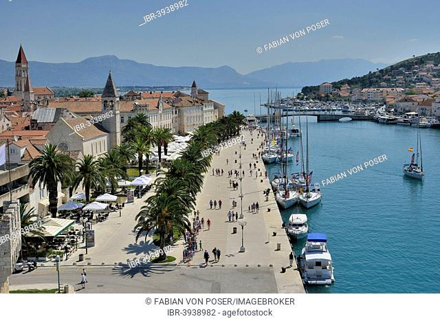 View from Kamerlengo Castle over the old town, Unesco World Heritage Site, Trogir, Dalmatia, Croatia