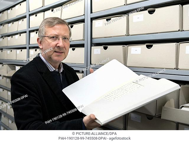 18 January 2019, Berlin: Veit Didczuneit, Head of Department Collections in the Museum of Communication, holds a folder field letters from the First World War