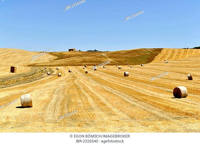 Straw bales in harvested grain fields, south of Pienza, Tuscany, Italy, Europe, PublicGround