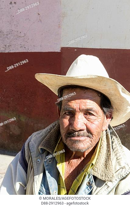 Central America, Mexico, State of Michoacan, Tlalpujahua de Rayón, man with hat