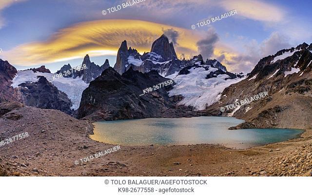 Argentina, Patagonia, Los Glaciares National Park, Laguna de los Tres, Cerro Chalten, Moody sky over Monte Fitz Roy