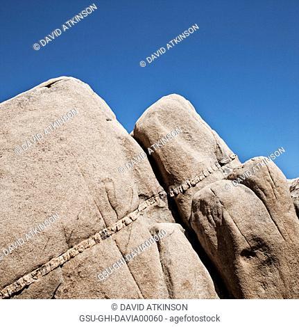 Sandstone Formation with quartz Layer Running Through, Joshua Tree National Park, California, USA