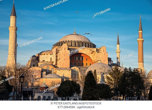 Late afternoon light floods the domes and minarets of Aya Sofya, Sultanahmet, Istanbul, Turkey