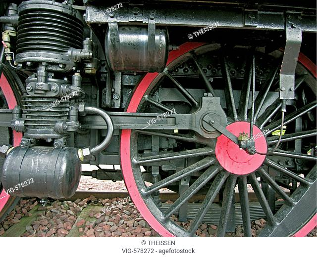 wheels of an old steam locomotive         . - 30/11/2007