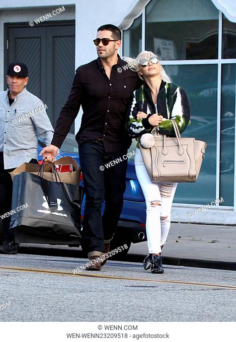 Cara Santana and Jesse Metcalfe out on a shopping spree in Beverly Hills Featuring: Cara Santana, Jesse Metcalfe Where: Los Angeles When: 24 Nov 2015 Credit:...