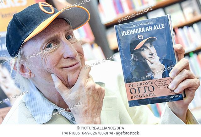 15 May 2018, Germany, Hamburg: Comedian and actor Otto Waalkes holding up his book during an interview at a book store. Waalkes is presenting his biography...
