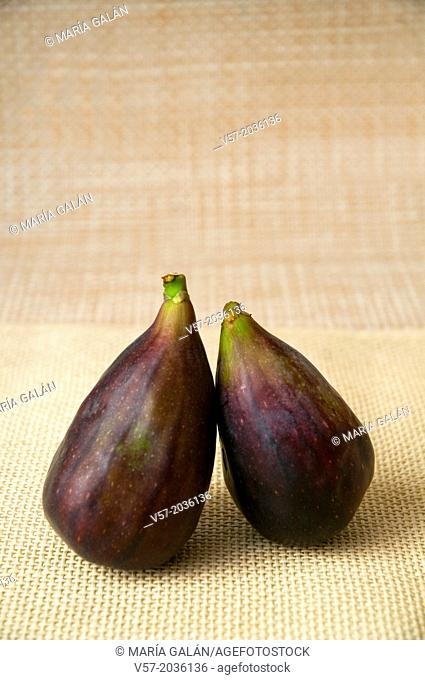Two black figs
