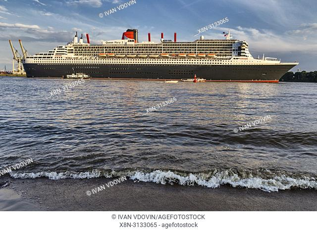 Queen Mary 2 cruise ship, Elbe river, Hamburg, Germany