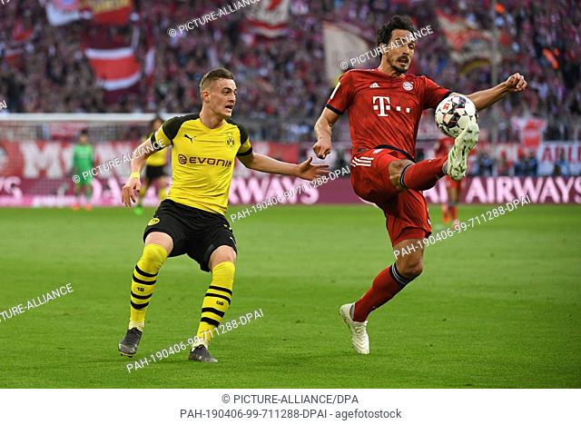 06 April 2019, Bavaria, München: Soccer: Bundesliga, 28th matchday, Bayern Munich - Borussia Dortmund in the Allianz Arena