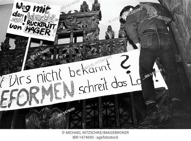 Monday demonstration in Leipzig, East Germany, Europe, October 1989