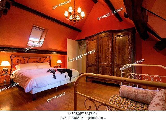 FAMILY-SIZE ROOM, GRAND GITE DE CHARTRES, MESLAY-LE-GRENET (28), FRANCE
