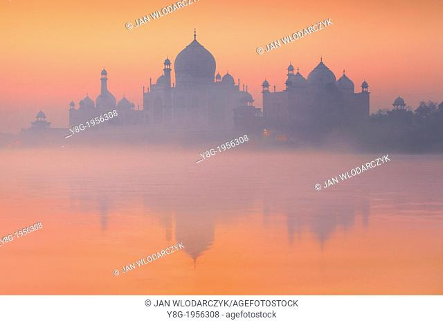 Taj Mahal and Yamuna River (In 1983 Taj Mahal became a UNESCO World Heritage Site), Agra, Uttar Pradesh, India