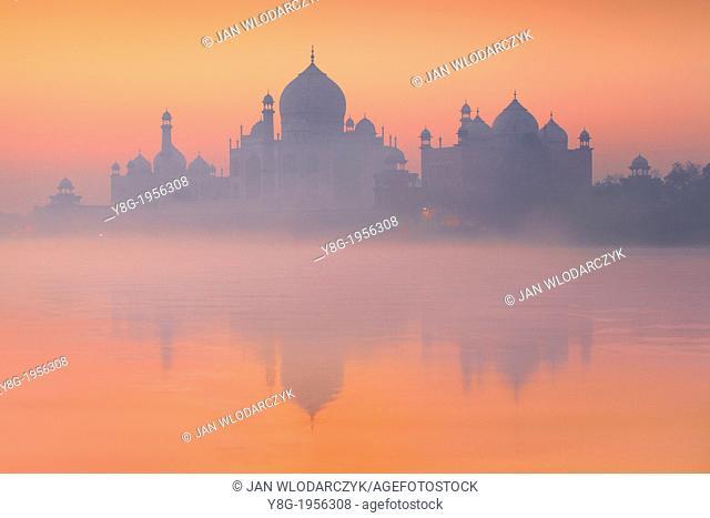 Taj Mahal and Yamuna River (In 1983 Taj Mahal became a UNESCO World Heritage Site), Agra, Uttar Pradesh, India
