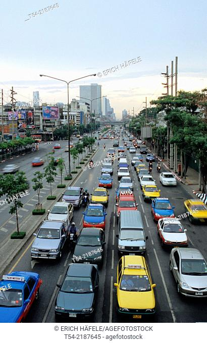 Cars at a traffic light in Bangkok
