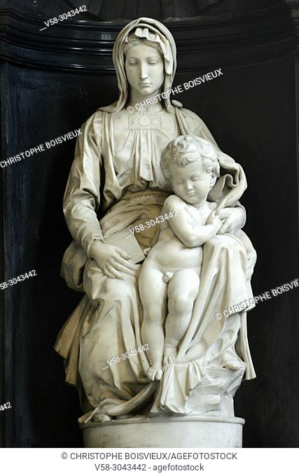 Belgium, Bruges, World Heritage Site, Onze-Lieve-Vrouwekerk (Church of our Lady), Madonna and Child sculpted by Michelangelo (circa1504)