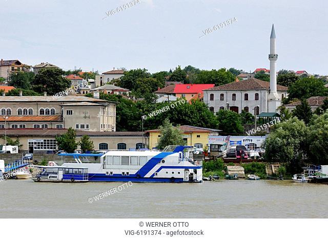 Romania, Tulcea at the Danube, Saint George branch, Tulcea County, Dobrudja, Gate to the Danube Delta, city view, harbour, Azizyie Mosque with minaret