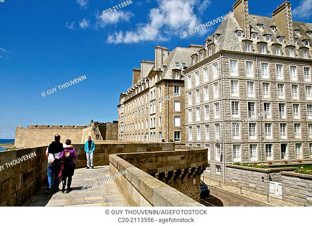 Rampart walk,Ramparts and typical facades of houses, Saint Malo, Ille et Villaine ,35, Brittany, France