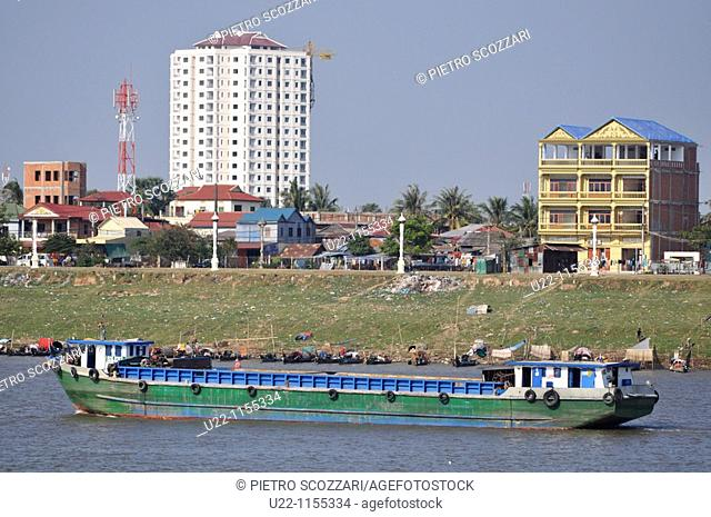 Phnom Penh (Cambodia): canal boat by the Sisowath Quay, at the confluence of the Tonlé Sap, Mekong, and Bassac rivers